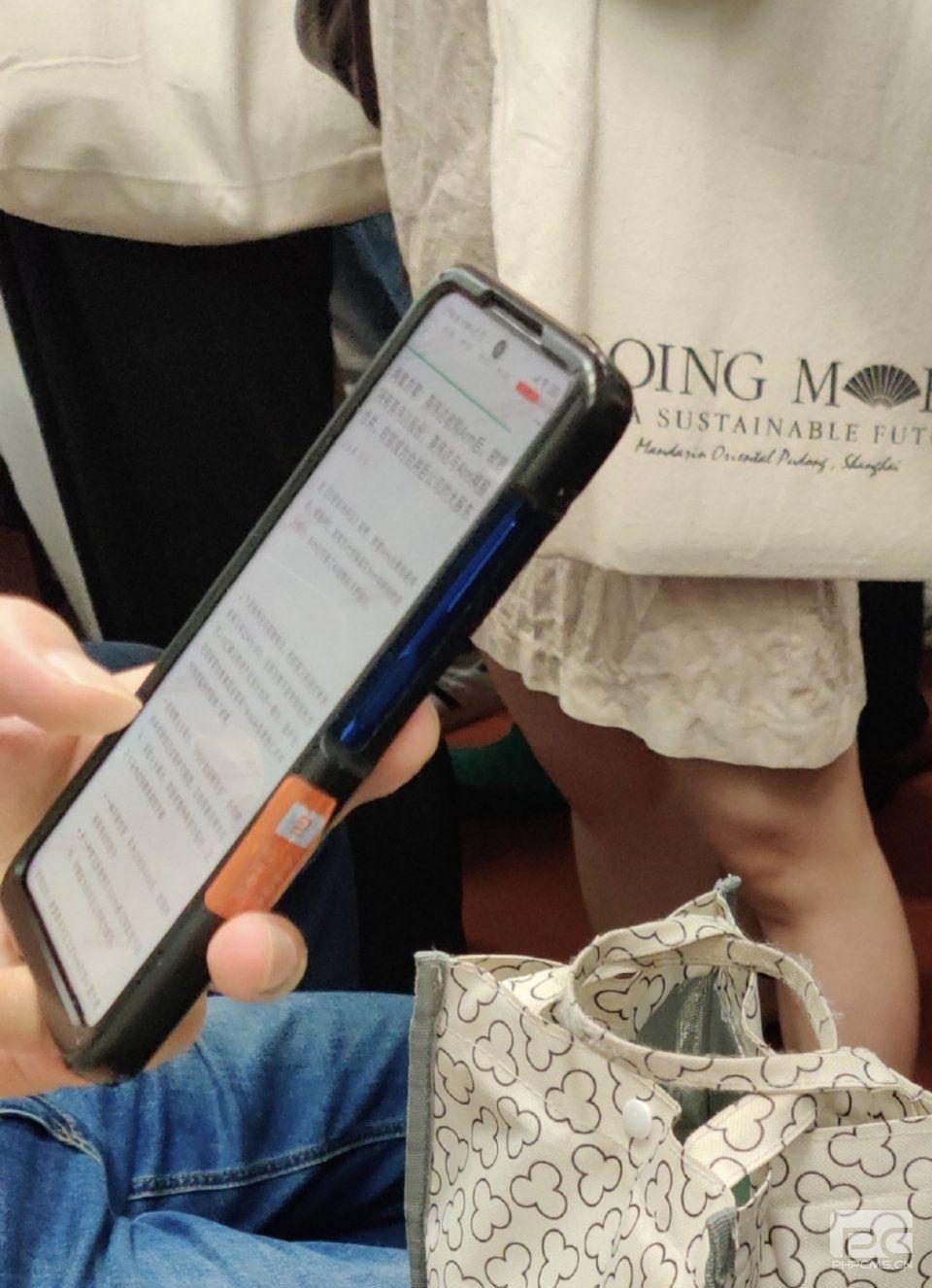 即将出现在地铁上的小米智能手机