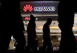 华为最新的专利设想了一种智能手机,该智能手机的背面带有迷你显示屏