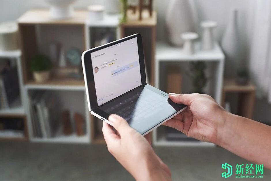 新的微软Surface Duo广告突出了手机的一些最重要功能