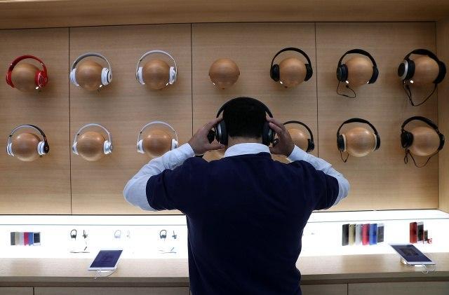 彭博社:苹果商店放弃了大多数第三方耳机和扬声器