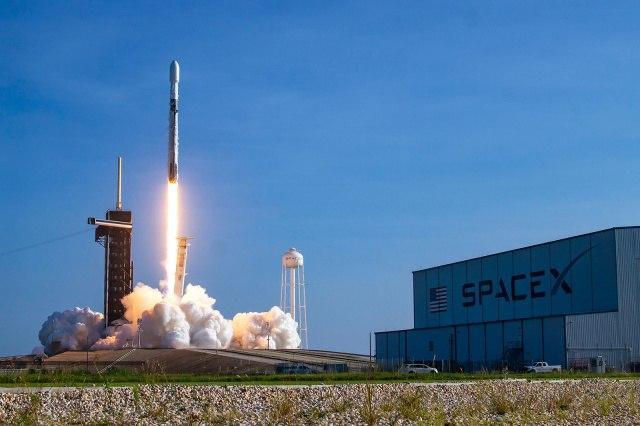 SpaceX赢得制造美国导弹跟踪卫星的合同
