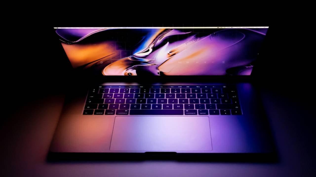 首款采用苹果芯片的MacBook将于11月发布
