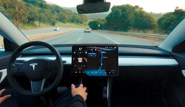 """特斯拉将在下周发布""""完全自动驾驶Beta"""""""
