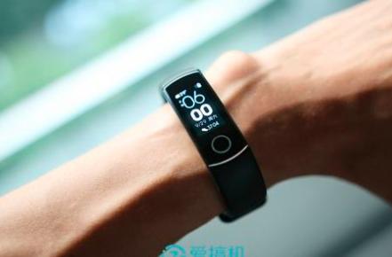 华为子公司荣耀正式发布了其新款运动手环