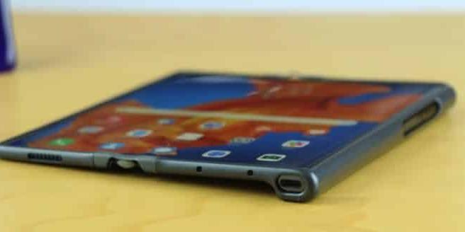 华为的新款可折叠手机有望命名为Mate X2