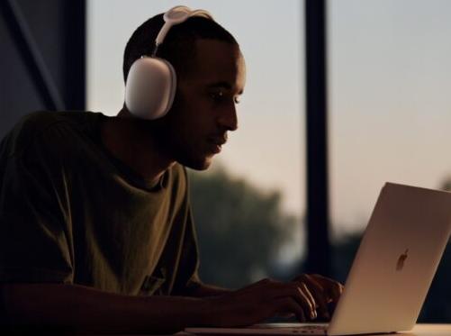 Apple的首款头戴式耳机AirPods Max