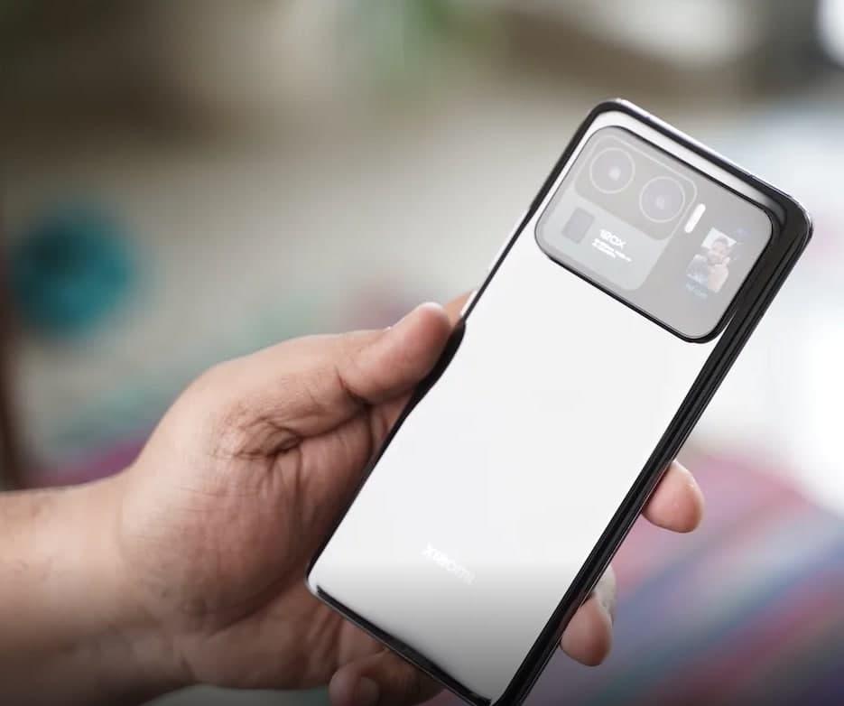支持视频录制和定时连续拍摄模式等功能的米11超后置屏幕将很快变得更加有用