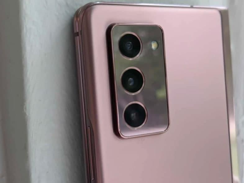 专利图像显示带有旋转相机的 Galaxy Z Flip