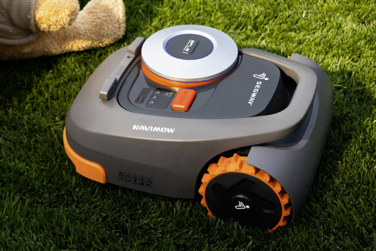 从智能吸尘器到智能割草机,科技慢慢接管你的生活